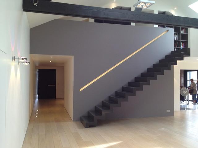 transformation d 39 un garage en habitation unifamilliale contemporain escalier autres. Black Bedroom Furniture Sets. Home Design Ideas