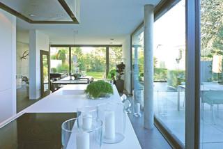 doppelhaush lften am hang modern esszimmer sonstige. Black Bedroom Furniture Sets. Home Design Ideas