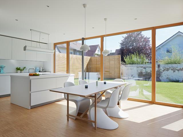 Esszimmer mit Kücheweisse Stühle - Modern - Esszimmer ...