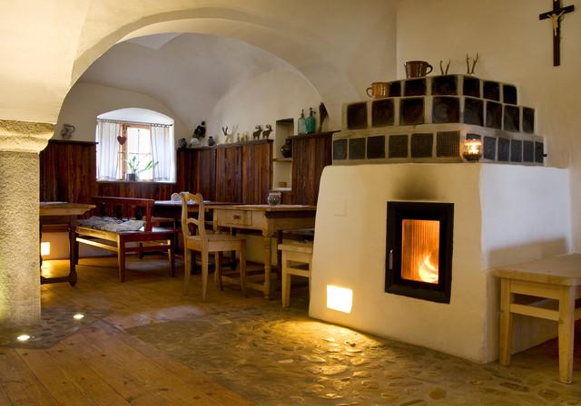 Grundofen Im Gotischen Stil In Wirtsstube Rustikal Esszimmer