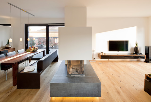 Opvarm hjemmet med moderne kaminer i alle stilarter - Bank wohnzimmer ...