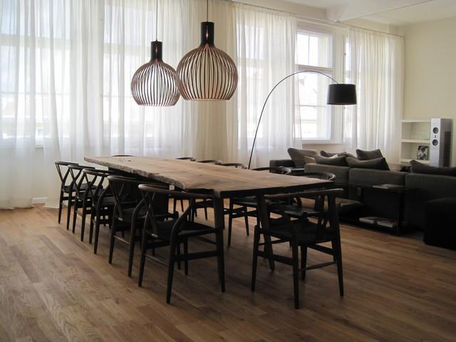 Great room - large contemporary medium tone wood floor great room idea in Berlin with beige walls