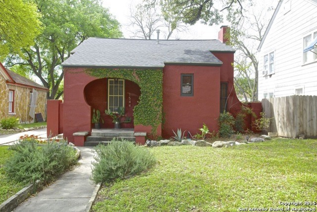 1925 spanish stucco bungalow total home restoration after for Spanish bungalow exterior paint colors