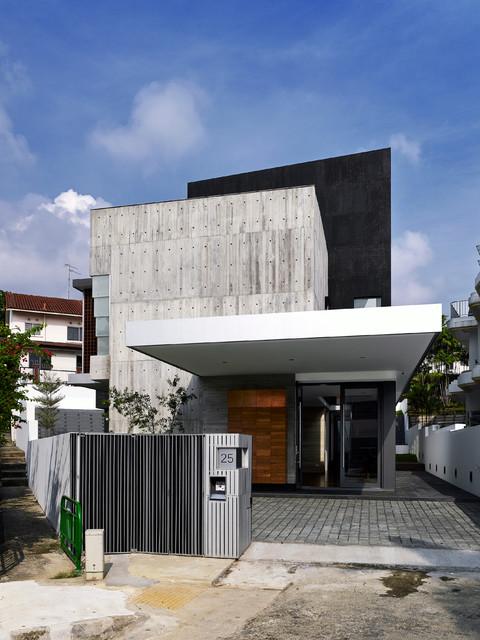 Ispirazione per la facciata di una casa contemporanea a tre o più piani con rivestimenti misti e tetto piano