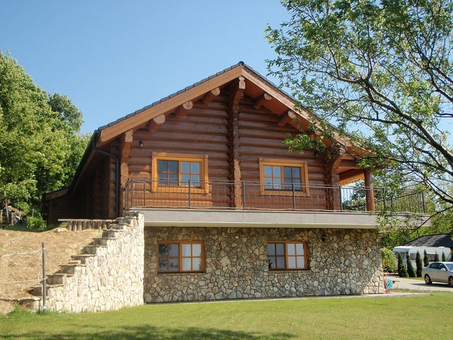 3 bedroom Log Home traditional-exterior