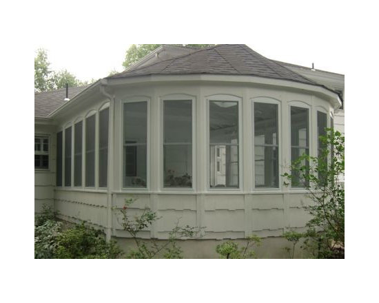 3 Season Porch Windows http://www.houzz.com/projects/80457/3-Season-Porches