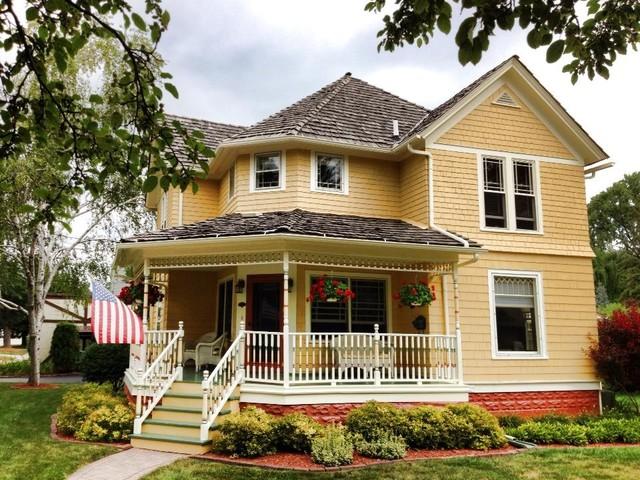 302 Park Avenue, Grayslake, Illinois 60030 traditional-exterior