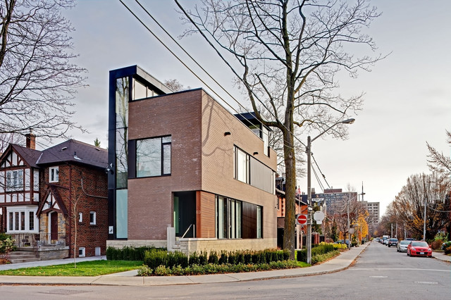 63b modern exterior toronto by peter a sellar for Modern house toronto