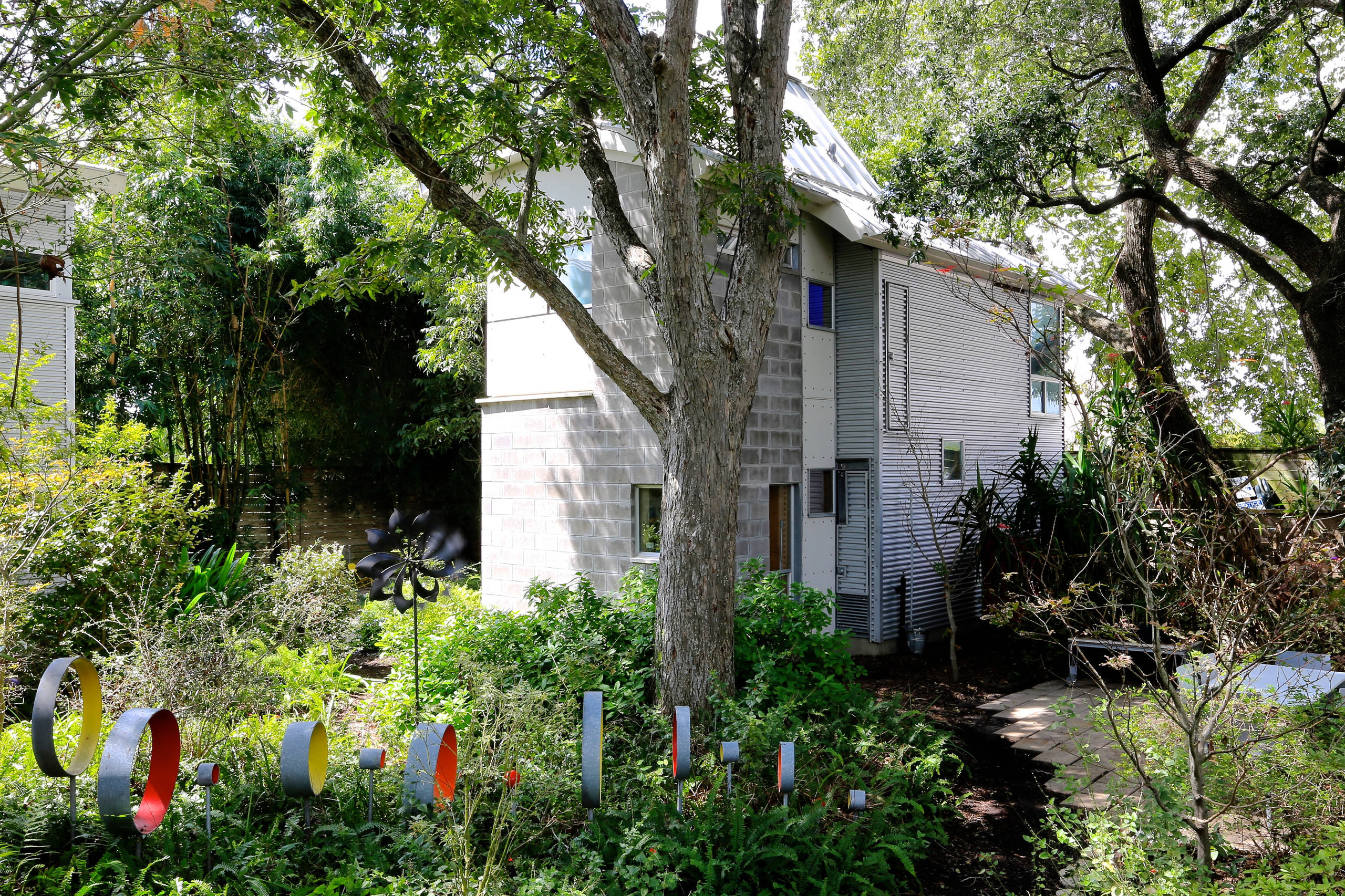 700 square foot House and Garden
