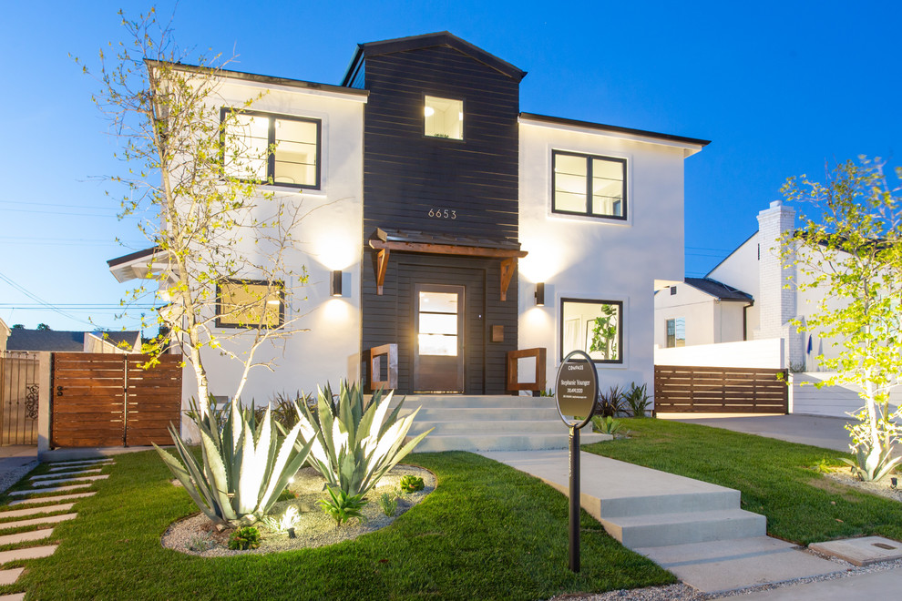 Transitional exterior home photo in Los Angeles