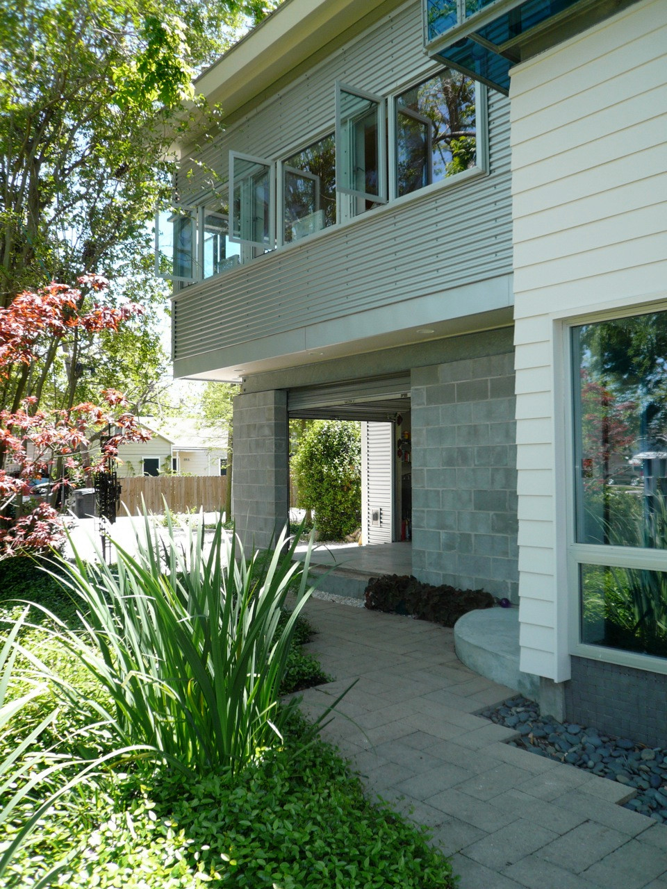 900 square foot House and Garden