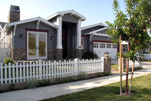 Example of a coastal exterior home design in Los Angeles