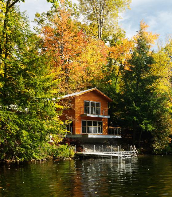Contemporary Home Exterior Design Ideas: A Small Lake House