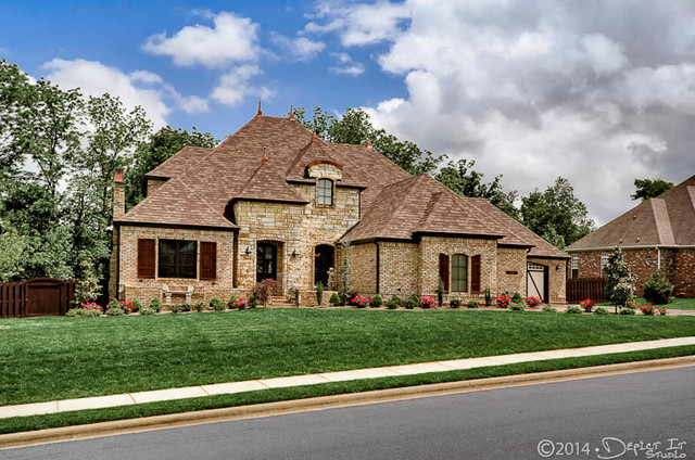 A sunset ridge home traditional exterior little for Little rock custom home builders