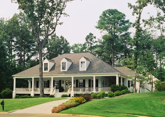 Acadian style home with wrap around porch in alabama for Single level home with wrap around porch
