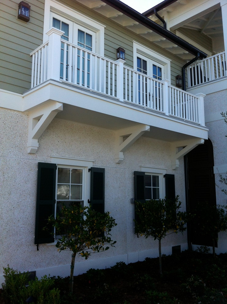 Example of a classic exterior home design in Tampa