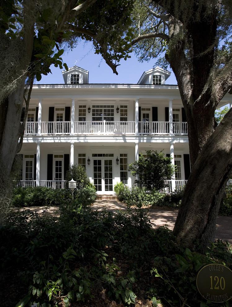 Elegant two-story exterior home photo in Miami