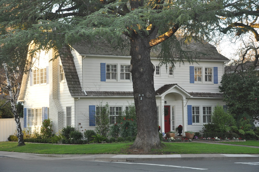 Inspiration for a timeless wood exterior home remodel in Sacramento with a gambrel roof