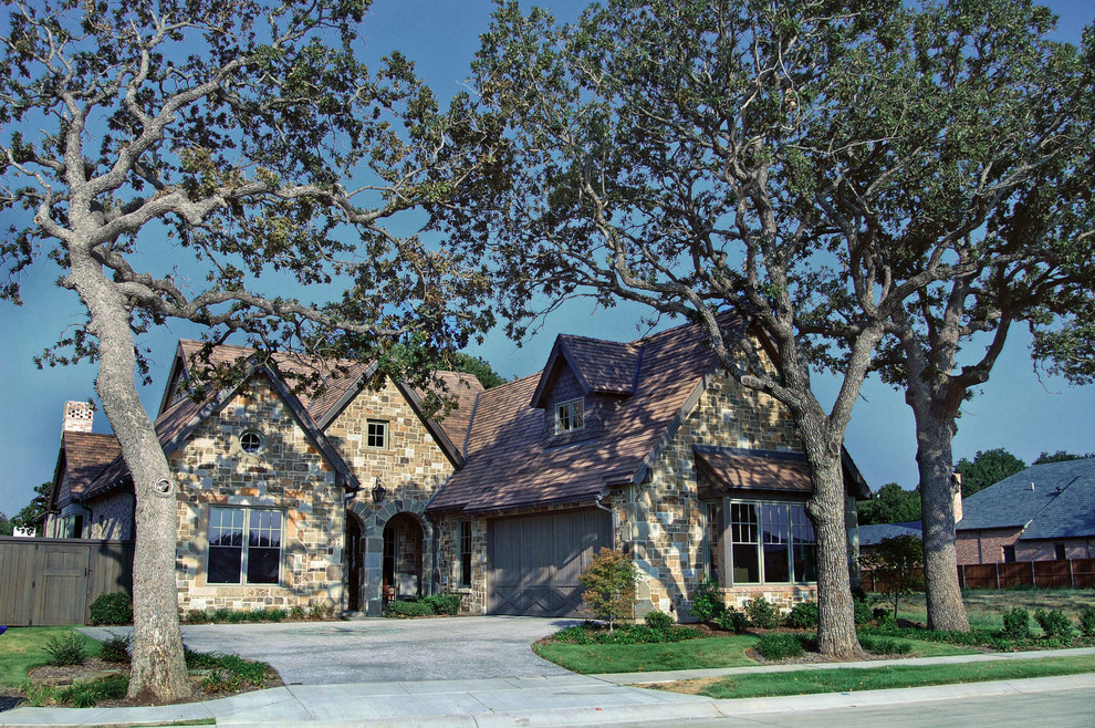 Example of a mid-sized classic one-story stone exterior home design in Dallas