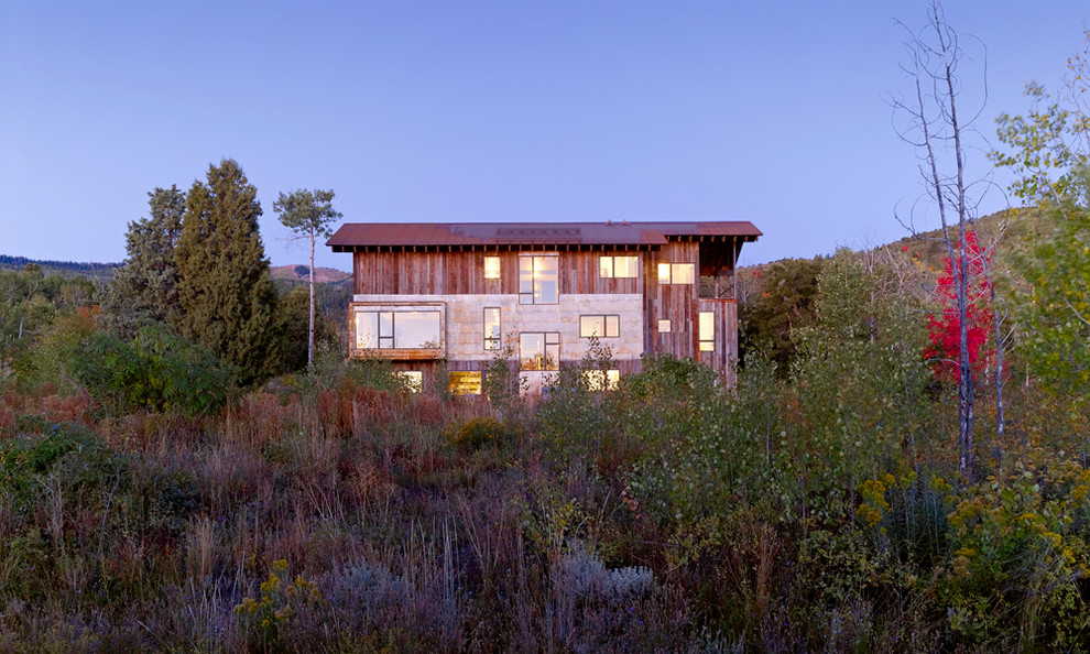 Rustic two-story exterior home idea in Salt Lake City