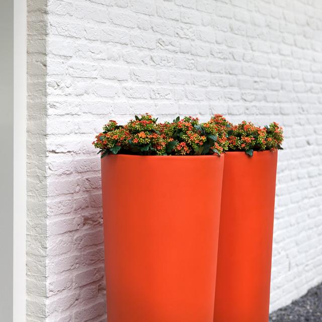 AuthenTEAK Lightweight Fiberglass Planters modern-exterior
