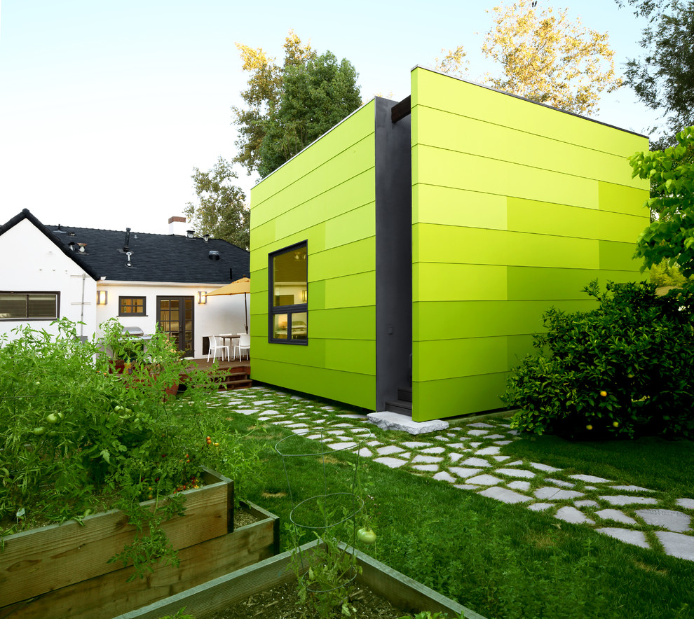 Example of a trendy green one-story exterior home design in Los Angeles