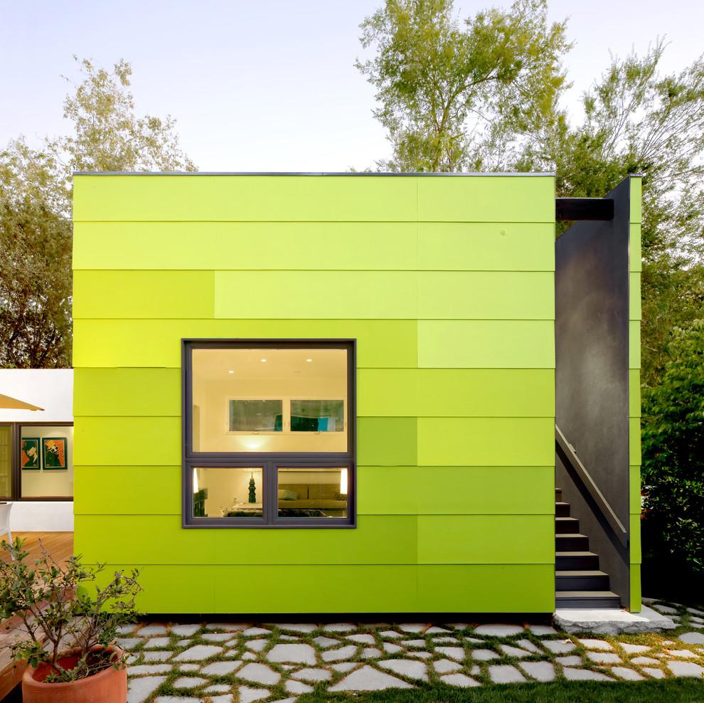 Minimalist exterior home photo in Los Angeles
