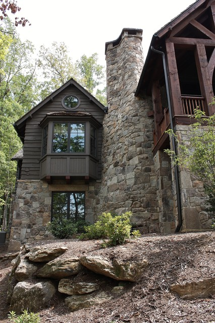 Rustic Lakehouse traditional exterior