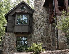 Rustic Lakehouse rustic-exterior