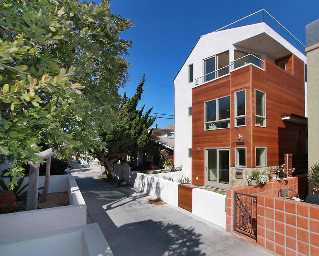 Bayside home contemporary-exterior