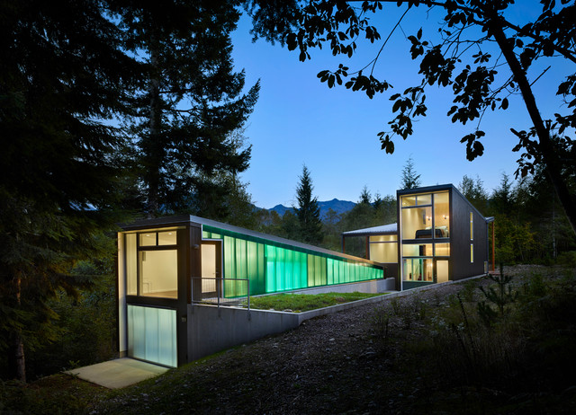 Houzz Tour: Cascades Retreat Blends In and Stands Out