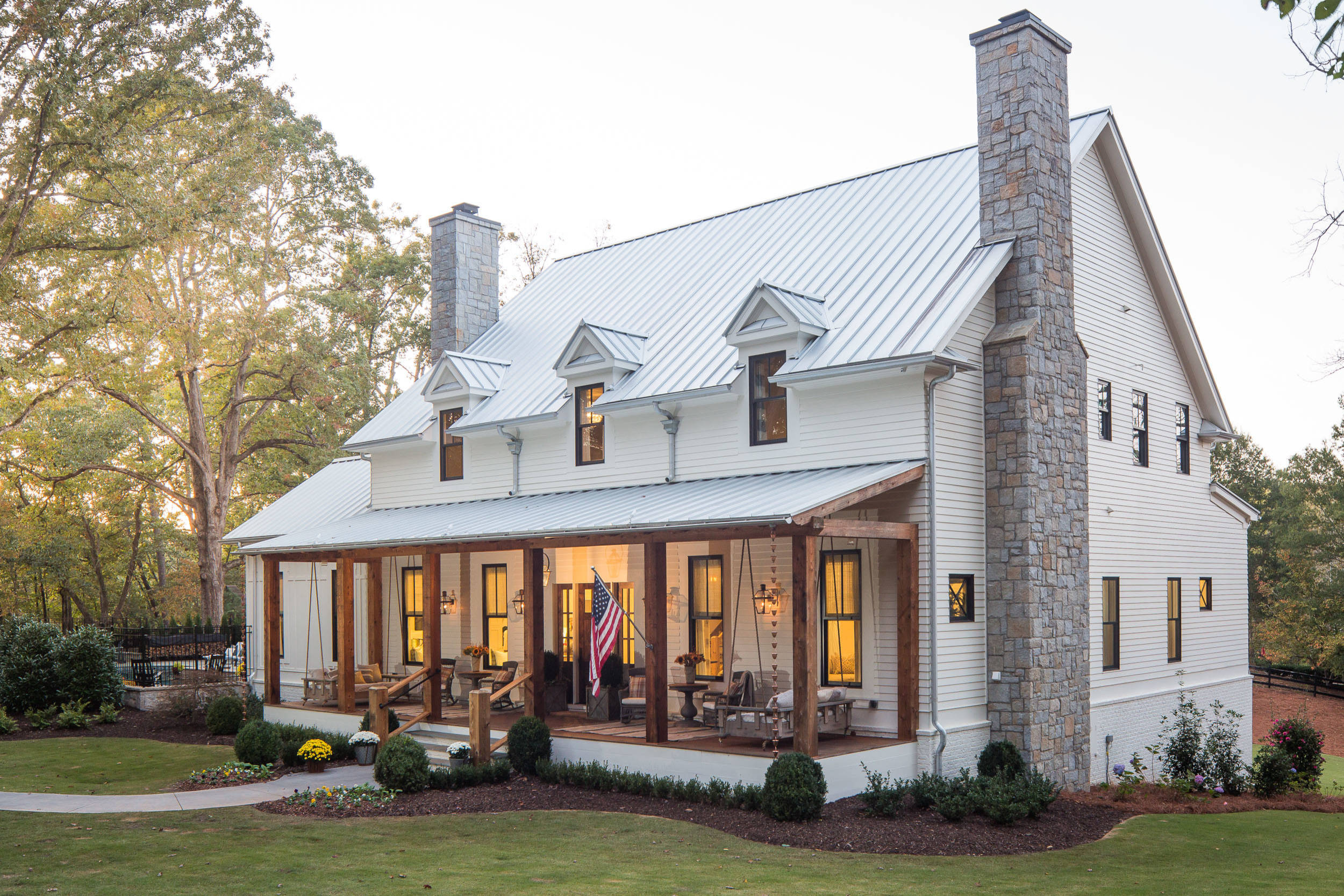 75 Beautiful Farmhouse Exterior Home With A Metal Roof Pictures Ideas March 2021 Houzz