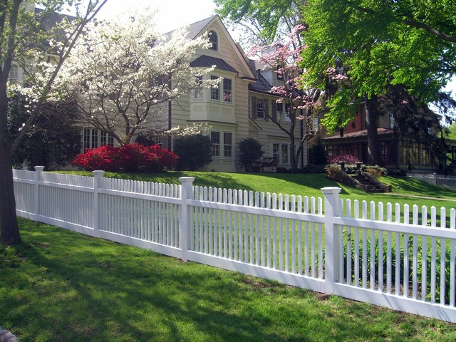 Beautiful white wood picket fence traditional exterior for Attractive garden fencing