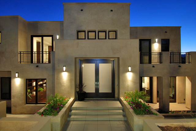 Inspiration for a modern exterior home remodel in Los Angeles