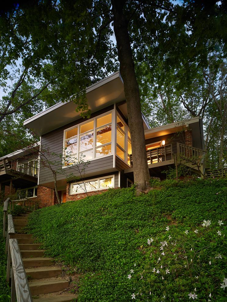 Contemporary split-level exterior home idea in DC Metro