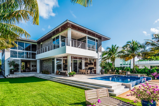 Contemporary exterior home idea in Miami