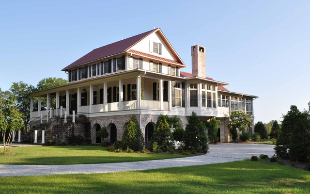 Bluff Plantation traditional exterior
