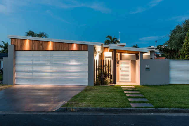 Design ideas for a tropical exterior in Gold Coast - Tweed.