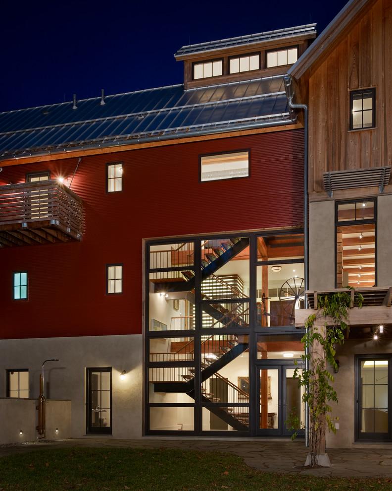 Cottage three-story exterior home idea in Philadelphia