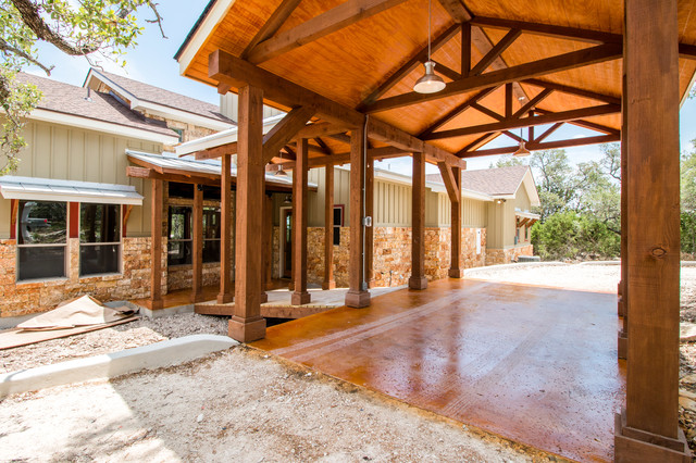 Inspiration for a mid-sized rustic green one-story mixed siding house exterior remodel in Austin with a mixed material roof