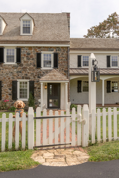 Country style fence ideas town country living for Colonial fence designs