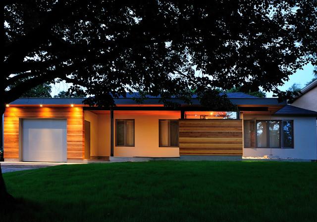 bungalow renovation contemporain fa ade toronto par dkstudio. Black Bedroom Furniture Sets. Home Design Ideas
