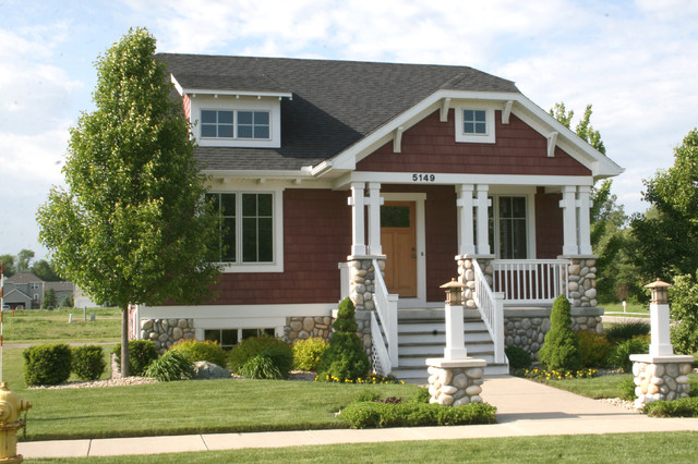 Bungalow style home traditional-exterior