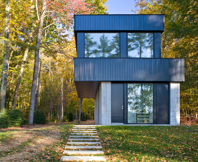 Black And Gray Exterior House In Lakeside Cantilever House Lakeside VT Contemporary Exterior