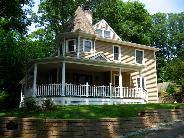 Cape cod home front porch and victorian esque re for Cape cod house with porch