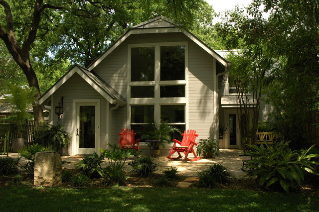 carriage house traditional-exterior