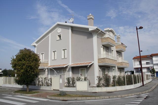 Colori facciate esterne case restauro e facciate esterne - Facciata casa colori ...
