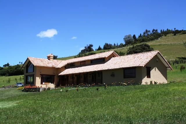 Casa valderrama traditional exterior other by for Piani di casa cottage con porte cochere