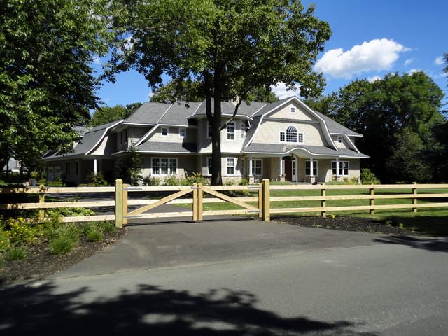 Cedar Board Fence Installed in Bay Shore, NY 11706 traditional