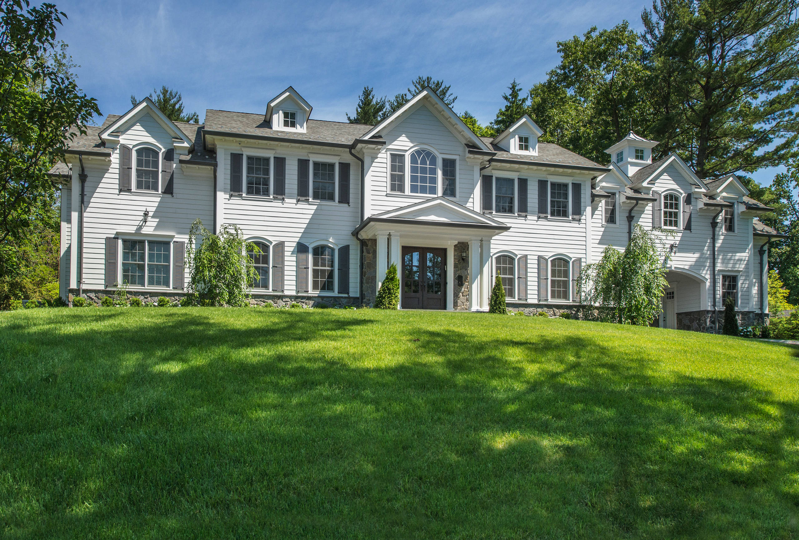 Center Hall Mansion in Tenafly NJ